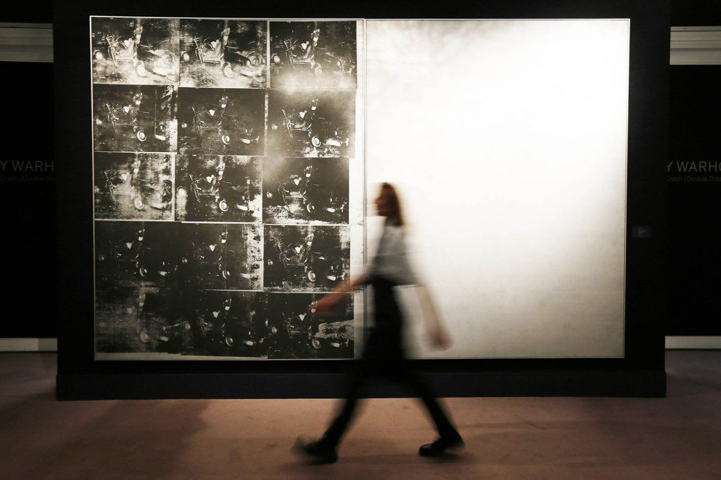 安迪沃荷「銀色車禍」2013年成交價:1.054億美元。 (路透)