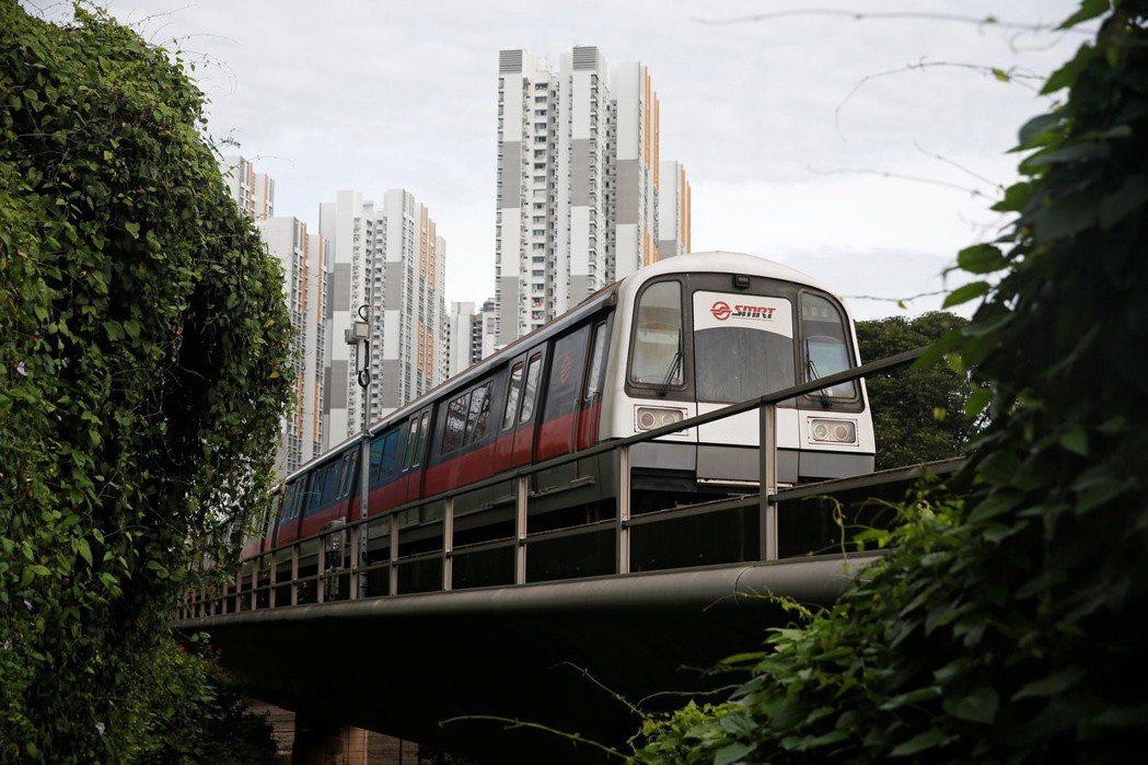 儘管運量攀升,新加坡地鐵的維護預算卻未隨之提高。這樣安全嗎? 圖/路透社