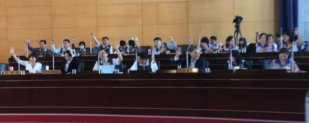 台中市環保、衛生局官員半數以上舉手認為台中空氣變好了。記者陳秋雲/攝影