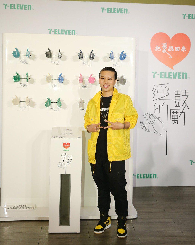 葛仲珊特別穿著黃色衣服出席記者會,希望鼓勵人心與充滿陽光的感覺。圖/統一超商提供