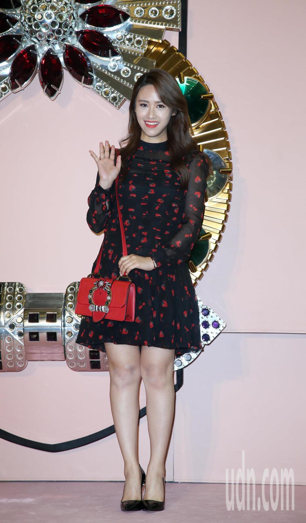 吳姍儒參觀2017 MIU LADY包款系列特展。記者陳瑞源/攝影