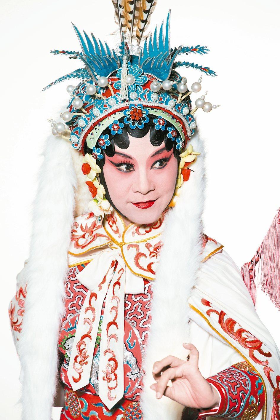 蔡文姬名琰,是中國文學史上極負盛名的才女;她的父親蔡邕字伯喈,更是東漢末期數一數...