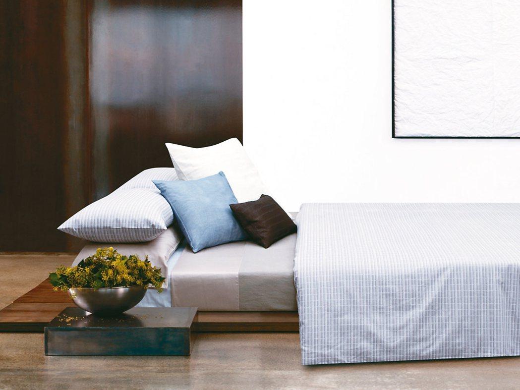 Calvin Klein home Basic經典緹花雙人4件式床包組。 圖/日...