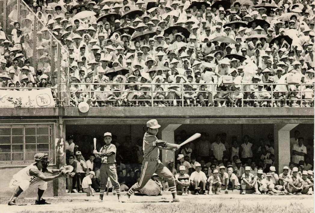 1968年,台東紅葉少棒隊以7比0,打敗來訪的日本關西聯隊,掀起我國棒球熱潮。 ...
