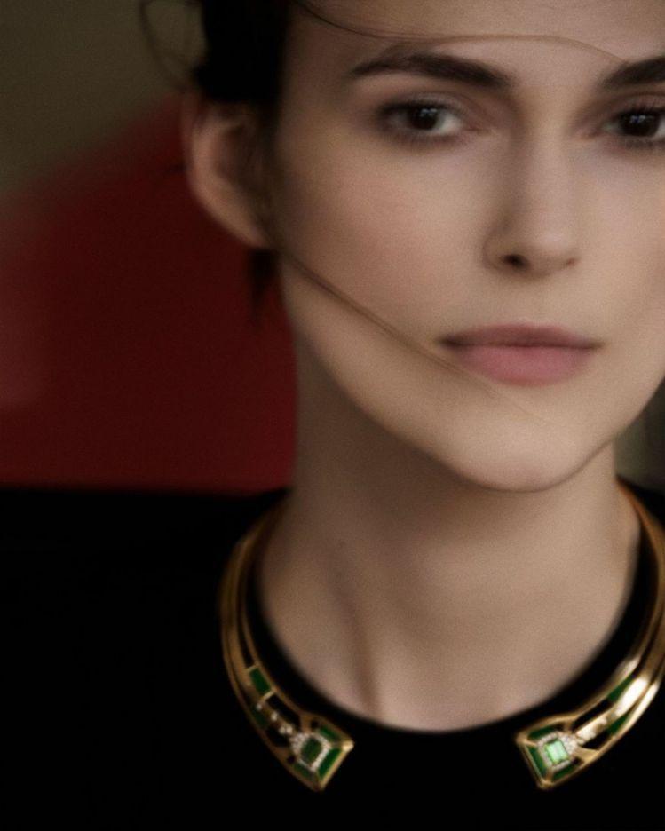 香奈兒珠寶代言人綺拉奈特莉演繹全新的Gallery系列珠寶。圖/擷取自IG @C...