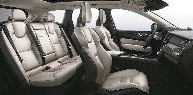 底盤平台放大的軸距設定,為XC60造就極佳的車室縱深,搭配薄型化椅背及方向機柱下...