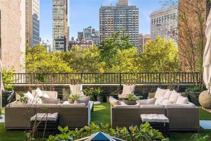 室外空間橫跨四個露台和兩層樓,擁有麥迪遜廣場公園的景色。 (Realtor.co...