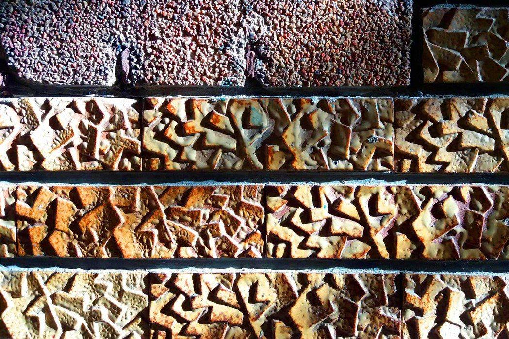 外牆設計方面,在整齊畫一細緻平滑的磚牆下方,搭配腰間洗石子飾條,以及表面凹凸嶙峋...