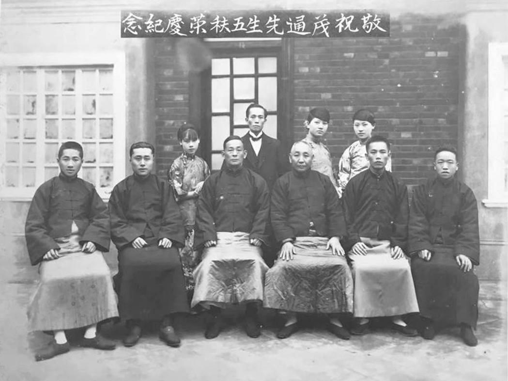 陳茂通(前排右四)五秩榮慶紀念合影。 圖/凌宗魁提供