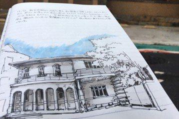 渡邊義孝是日本一級建築士,活躍在文化資產界。圖為渡邊義孝速寫山海樓。 圖/作者提供