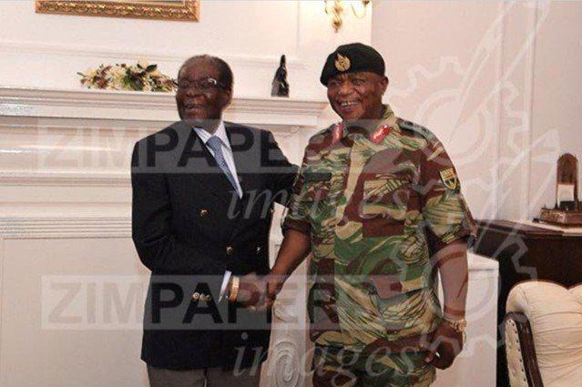 在被軍方軟禁36小時後,辛巴威93歲的強人總統穆加比(Robert Mugabe...