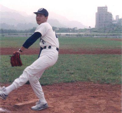 國民黨立委江啟臣學生時代模樣青澀,愛打棒球與籃球。 圖/江啟臣提供