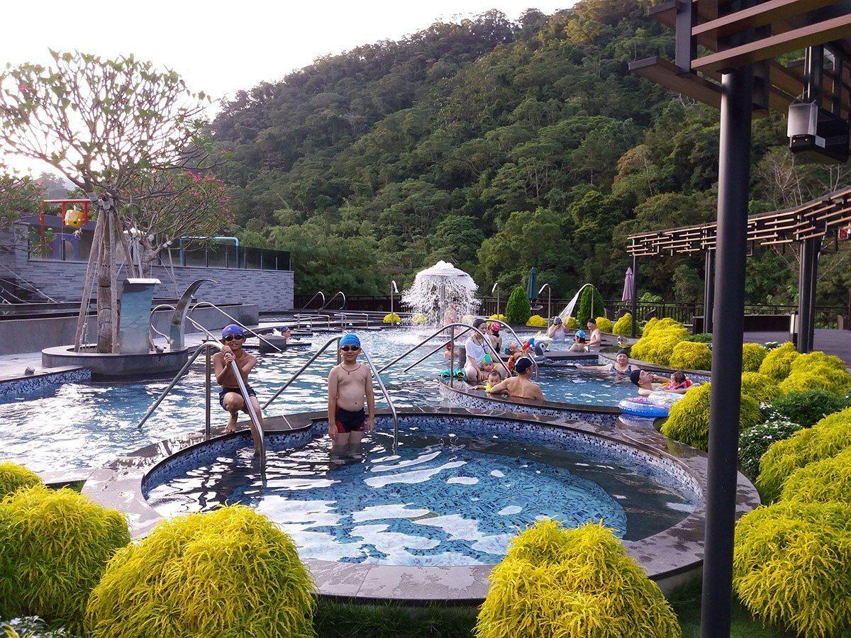 雲水度假村露天風呂有絕美的山景風光。