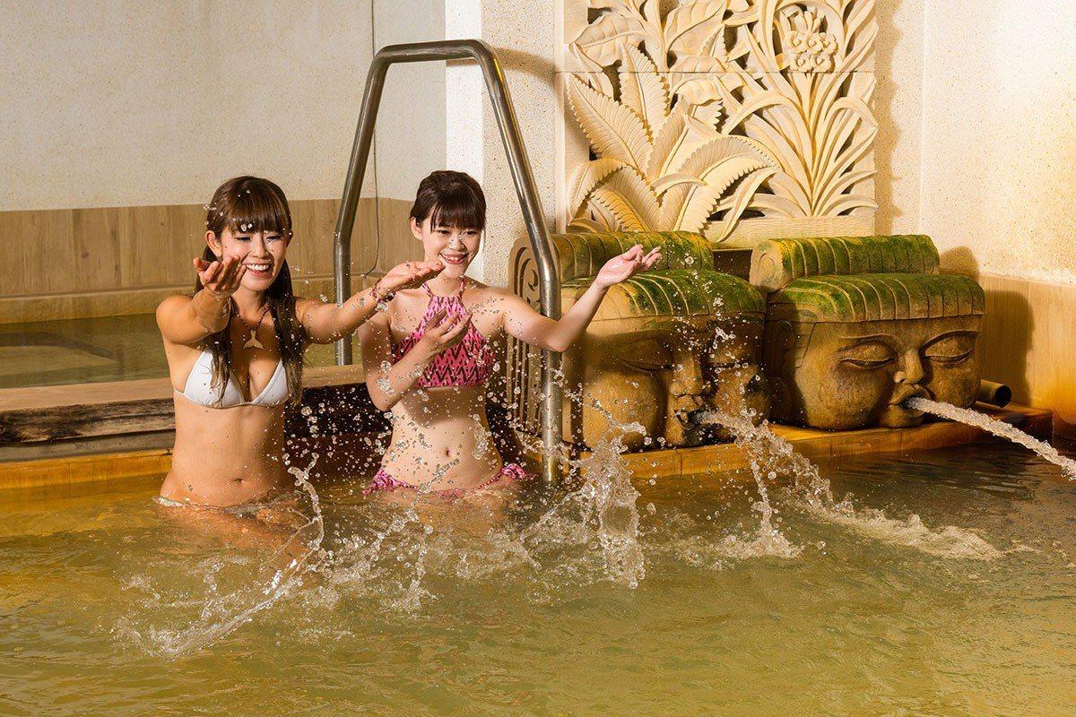 充滿東南亞風情的佛頭出水口是大眾池的亮點。