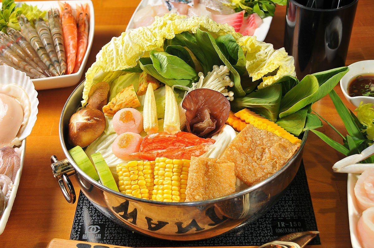 無論是高檔海鮮或是平日商業午餐,都有滿滿一鍋蔬菜搭配。