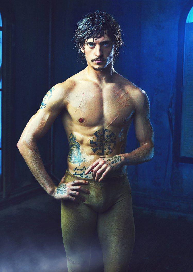 「刺青舞者」瑟基普魯尼獲得「優雅的野獸」美譽,歐美國家粉絲無數。圖/海鵬提供