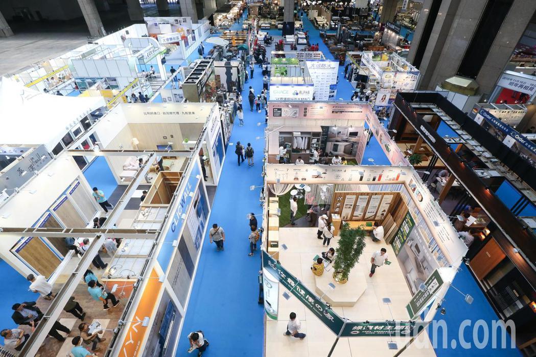 台北建材家具大展今天在台北世貿一館登場,本次展覽共計有8個展區。記者黃威彬/攝影