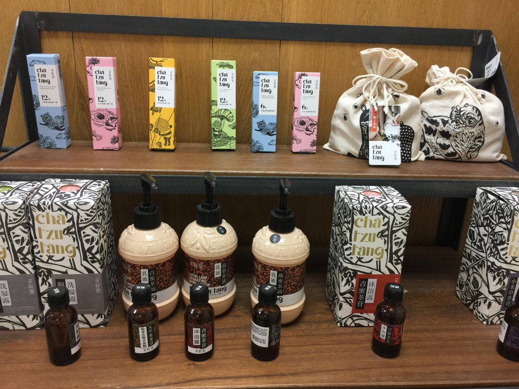 茶籽堂是近年來很紅的品牌,從一開始賣苦茶油起家後,近年來許多茶籽堂的產品,透過精...