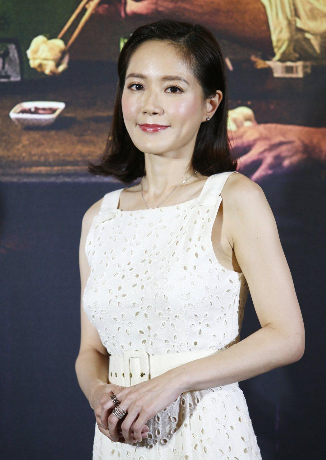 「家在蘭若寺」女主角尹馨受訪時表示,面對在只有演員的空間(導演躲起來)演床戲,感...