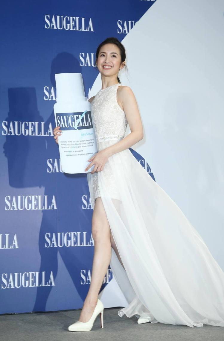 林依晨以女神裝扮為賽吉兒高機能保養系列站台。圖/記者陳瑞源攝影
