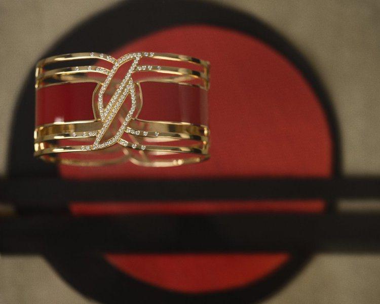 My Red手鐲,18K黃金及紅色的HyCeram彩色陶瓷材質,鑲嵌109顆總重...