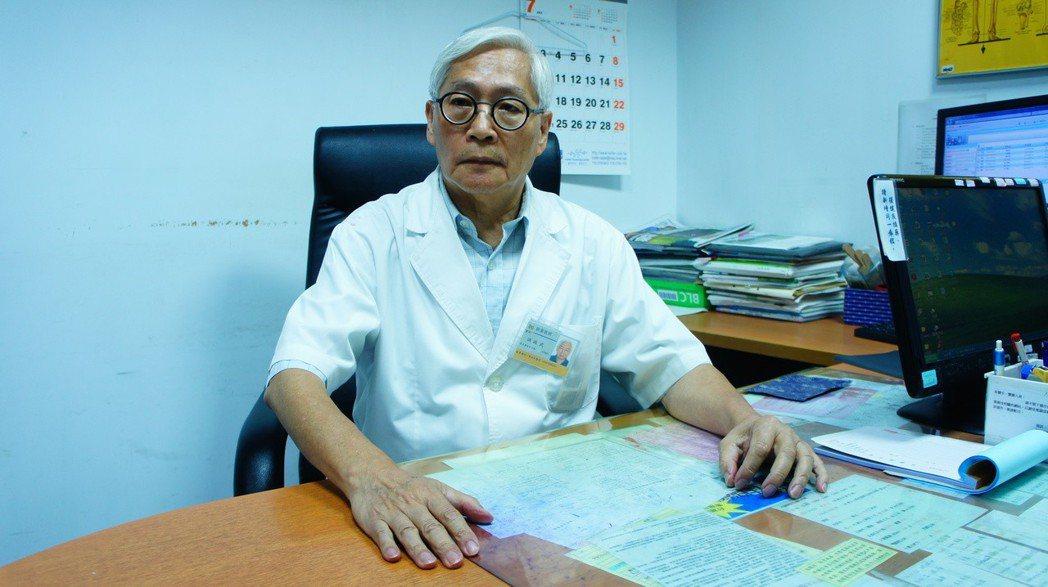 新永和醫院院長洪政武行醫50年,40年來過年不曾返鄉圍爐,持續服務病患。 記者李...