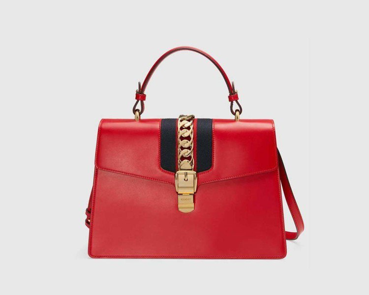 Sylvie織帶裝飾提包 (中),10萬4,400元。圖/Gucci提供