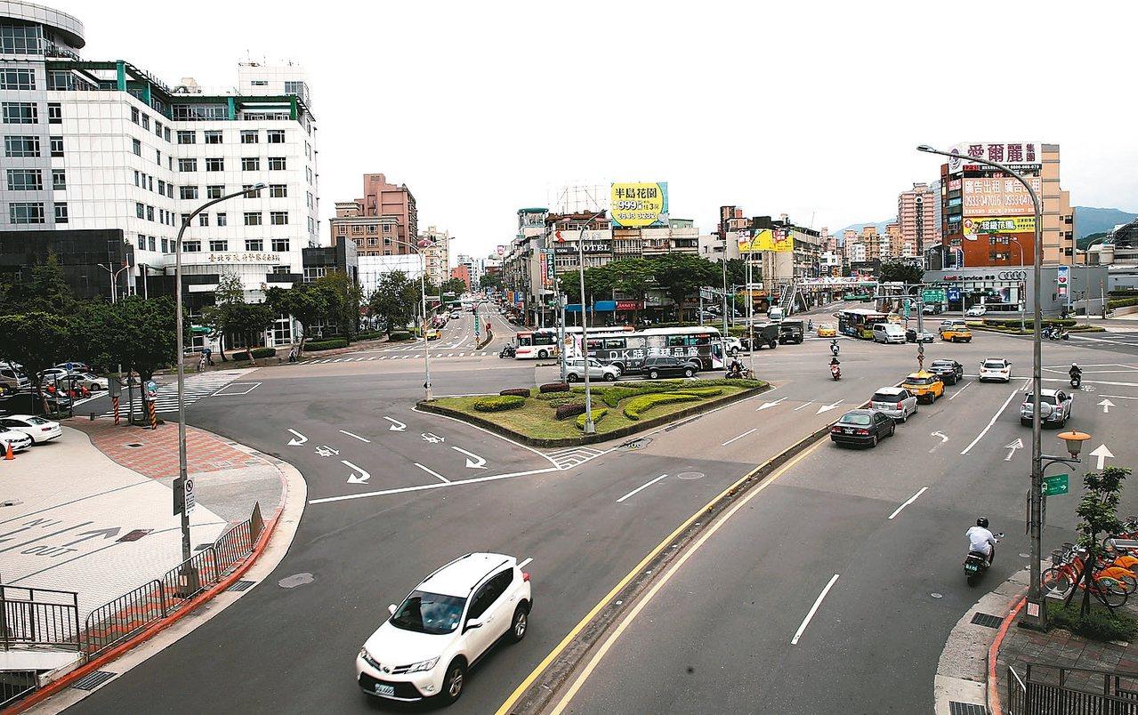 台北市南港路與向陽路口,屬南港重劃區範疇。 記者徐兆玄/攝影