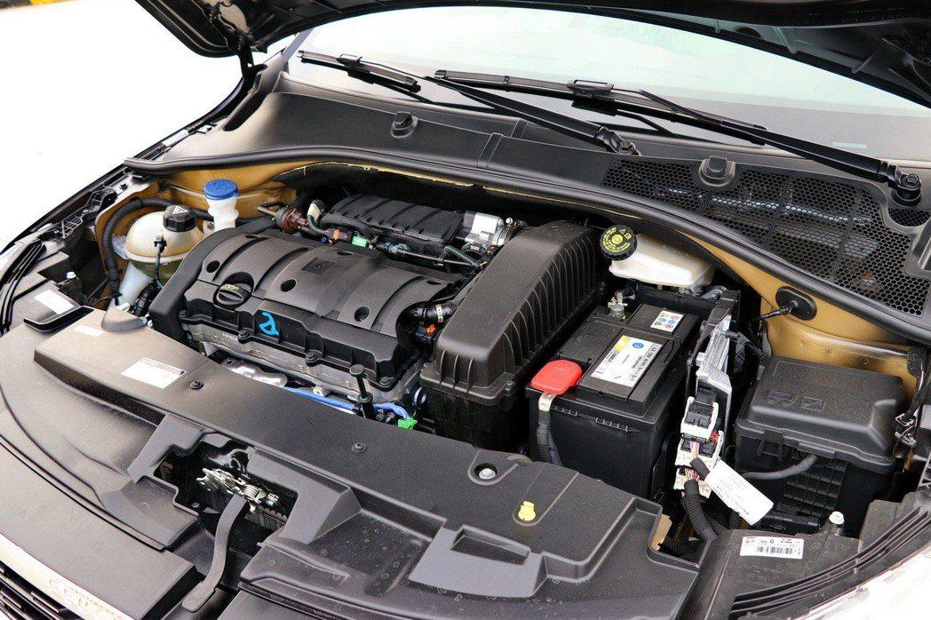 Peugeot 301搭載一具1.6升四缸自然進氣引擎。 記者陳威任/攝影