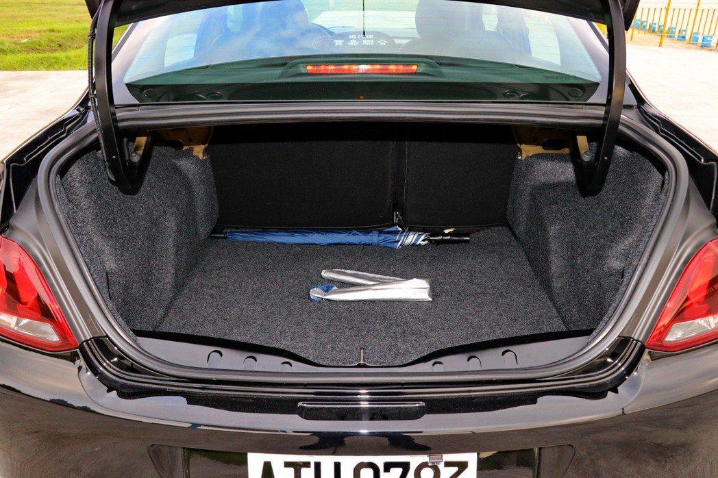 後車廂在一般狀態下擁有640L的空間表現,透過座椅6/4分離,可以進一步提供1332L的空間表現。 記者陳威任/攝影