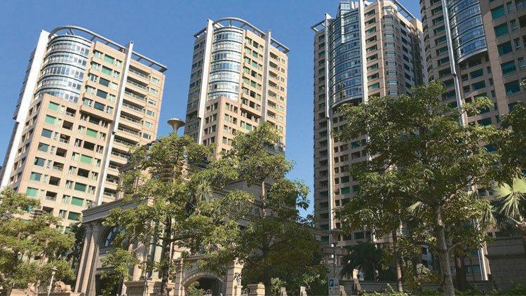 台北地方法院近日公告,指標豪宅「帝寶」A棟2樓,以底價8.7億元將於8月15日法...