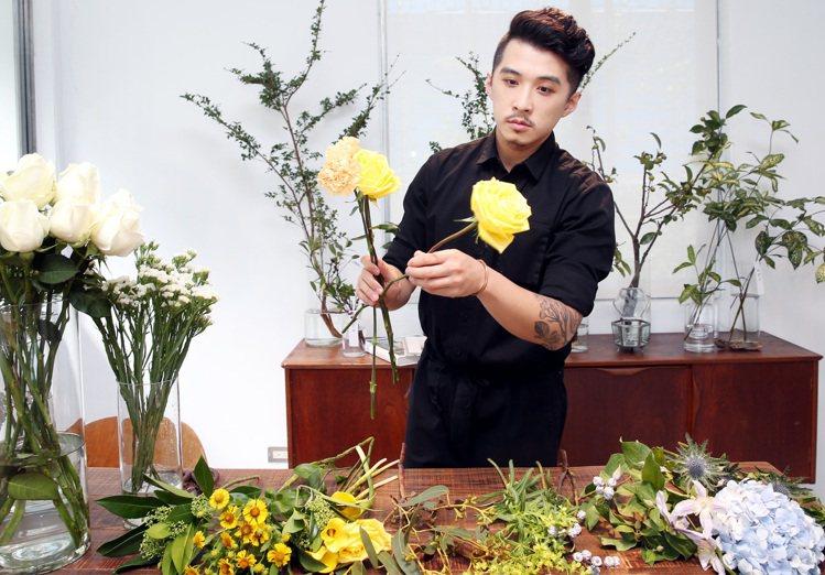林哲瑋認為送花就是一個替人著想的過程。記者侯永全/攝影
