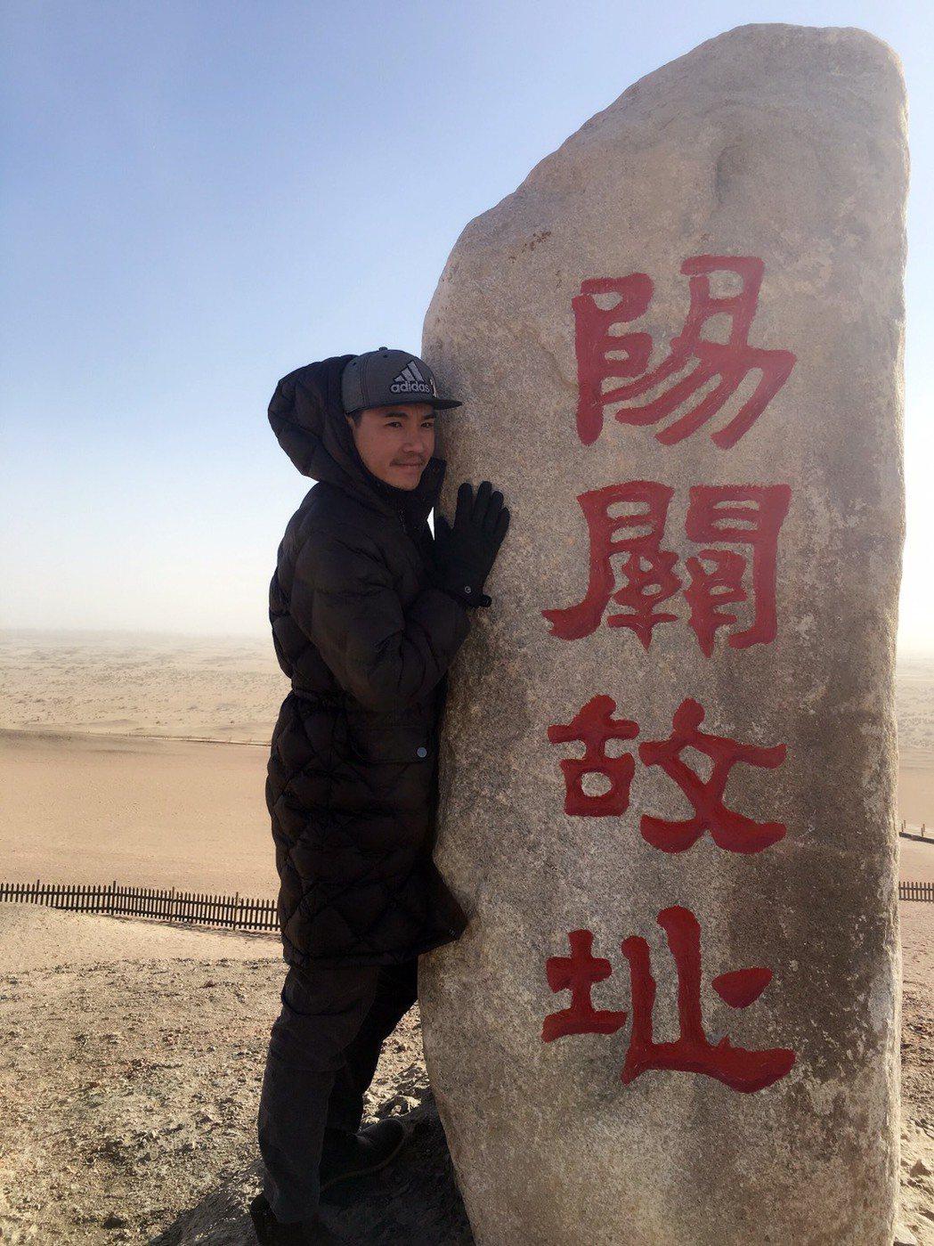 王傳一赴敦煌拍攝古裝戲「東宮」,拍攝空檔造訪歷史古蹟。圖/嚞娛樂提供