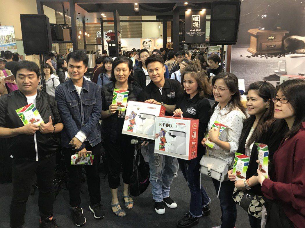 蘇晏霈第3年擔任咖啡代言人,揪王建復出席活動和粉絲互動。圖/民視提供