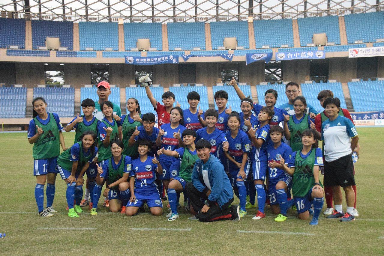 台中藍鯨隊合影。圖/中華足球協會提供