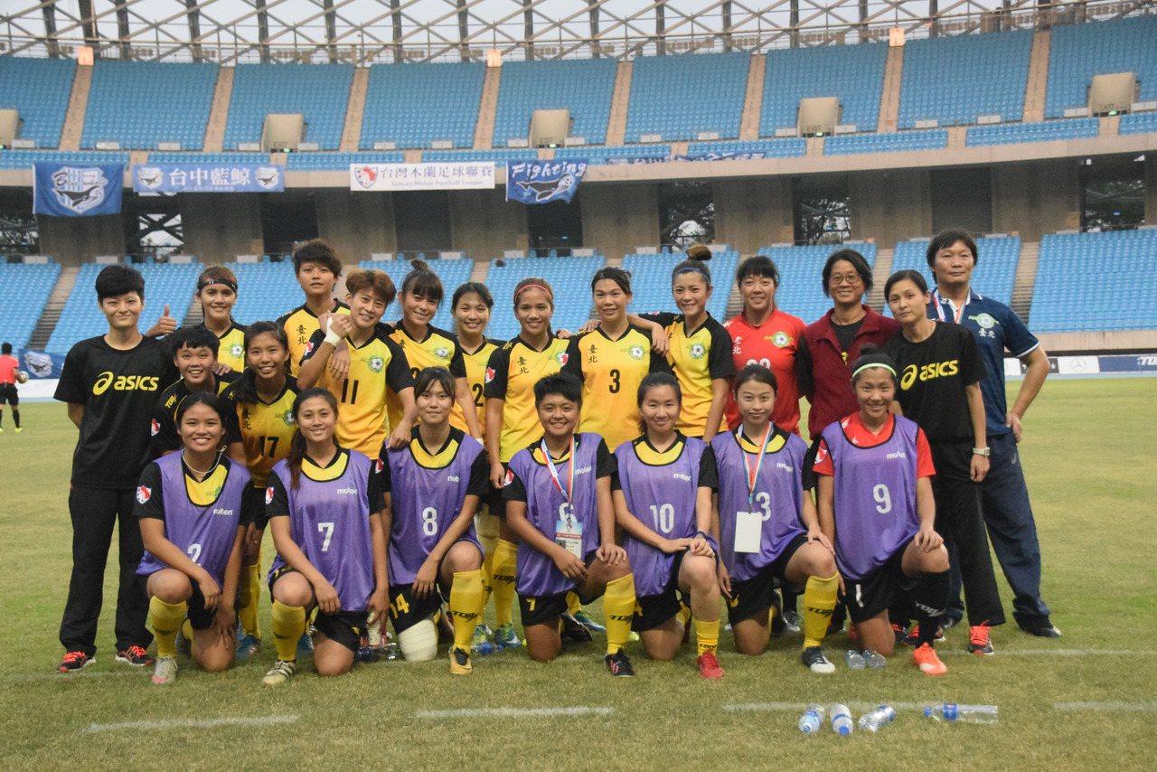 台北Play One隊合影。圖/中華足球協會提供