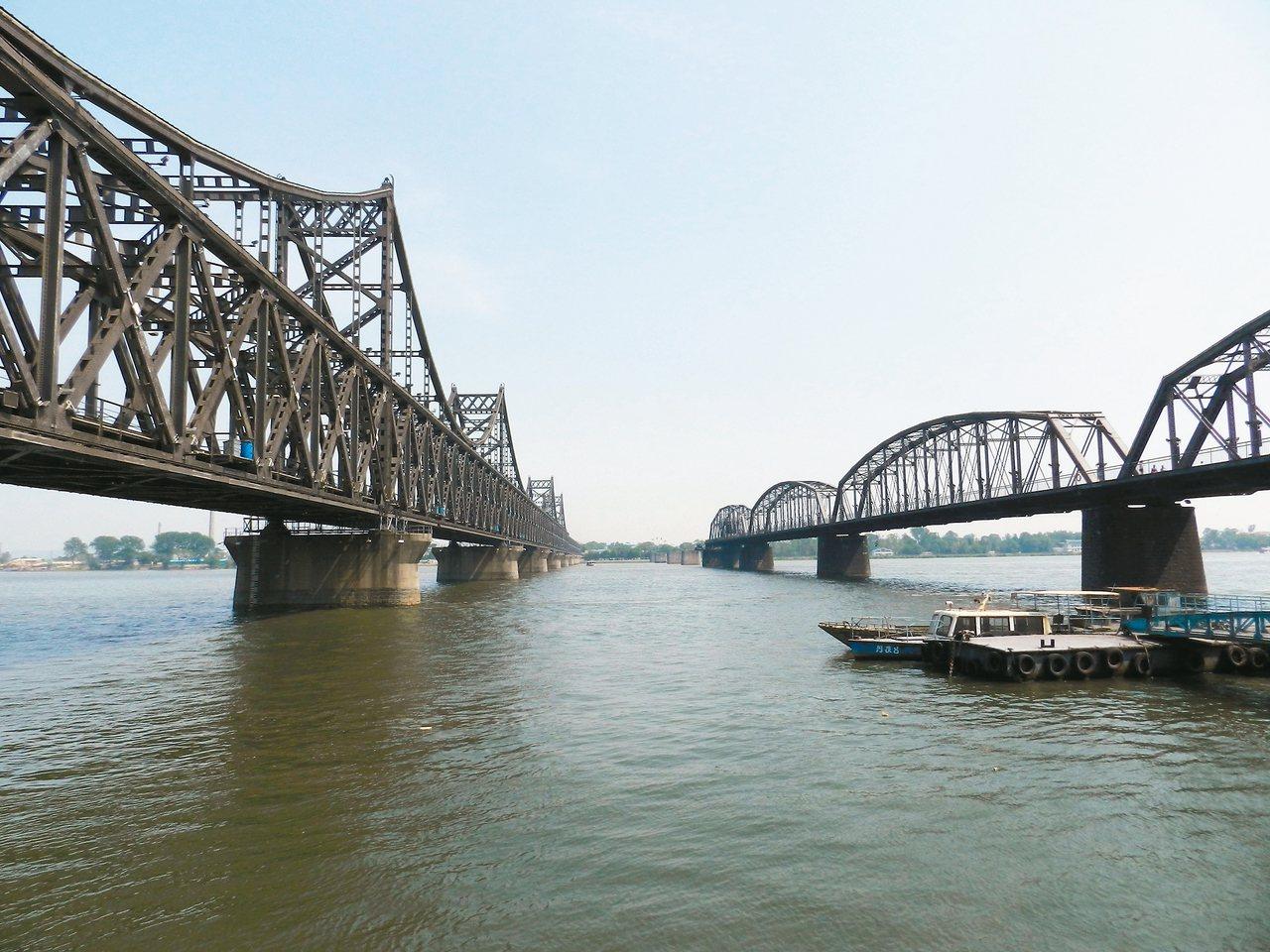 鴨綠江上雙橋。 攝影/蘇冠昇