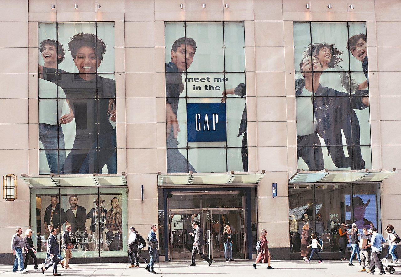 在「黑色星期五」全美狂歡購物日來臨前夕,美國服飾和鞋類體育用品股大漲,彭博點名儒...