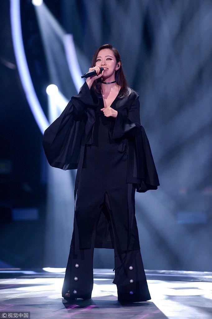 上海維密秀 張靚穎成首位登台的中國歌手