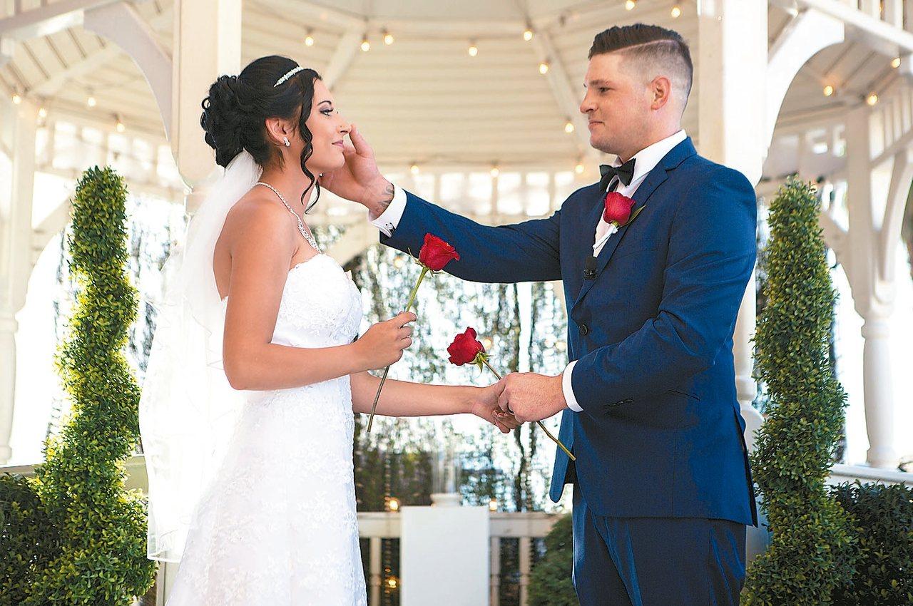 要舉辦一場難忘婚禮,往往所費不貲。但加拿大曼尼托巴省的婚禮業者想出辦法,要讓結婚...