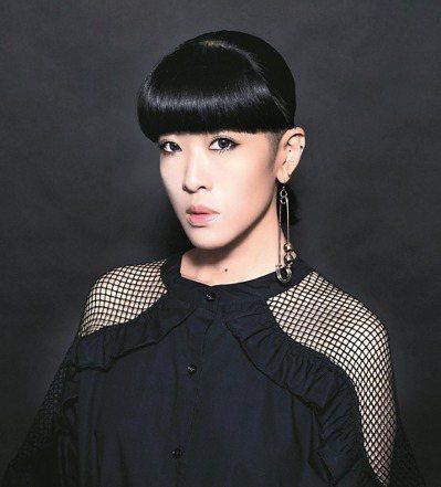歌曲組評審陳珊妮。