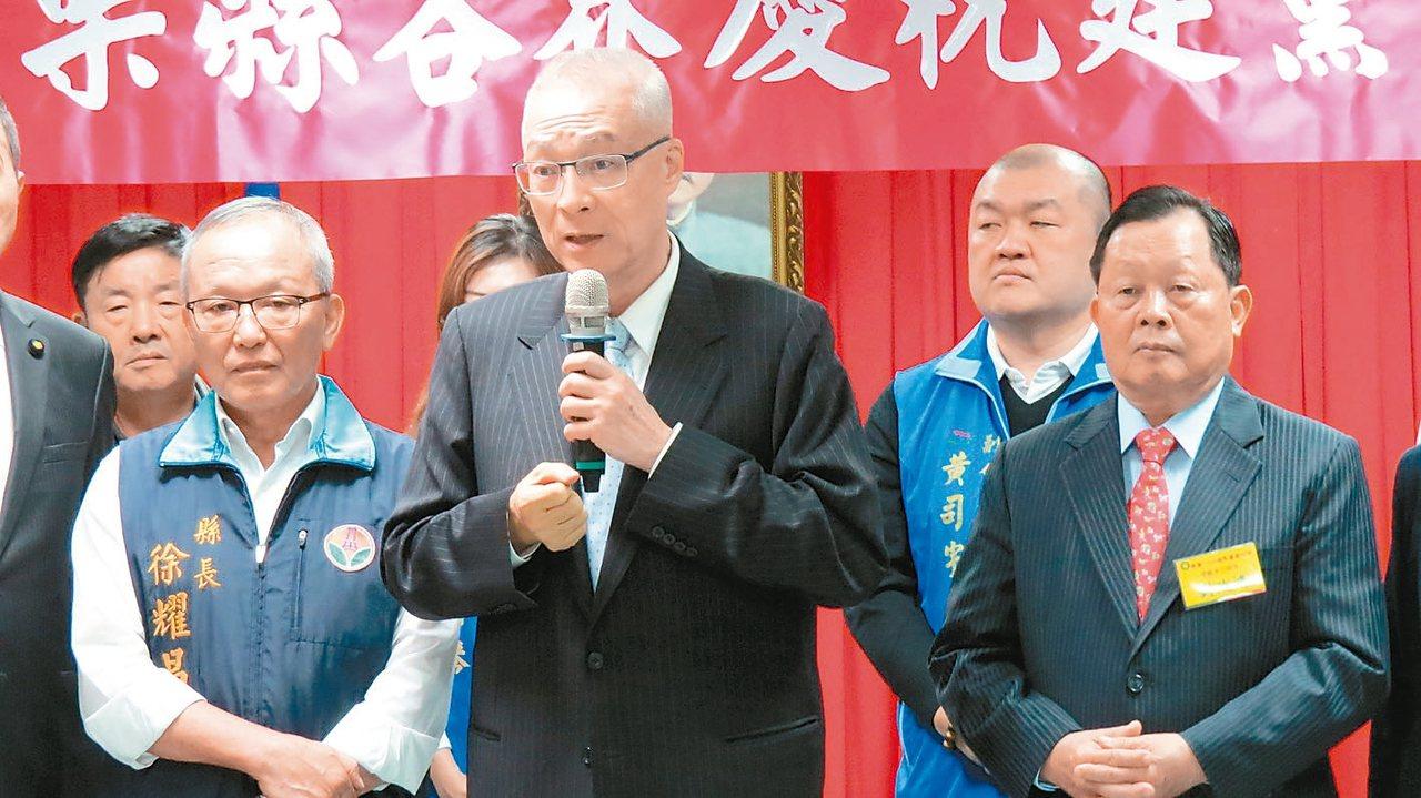 國民黨主席吳敦義(中)今天參加苗栗縣黨部慶祝建黨123周年大會,宣示2020年重...