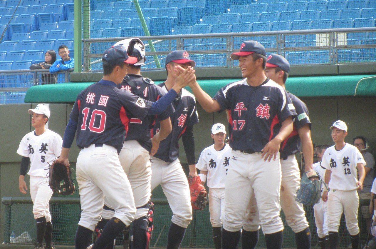 平鎮高中棒球隊資料照。記者葉姵妤/攝影