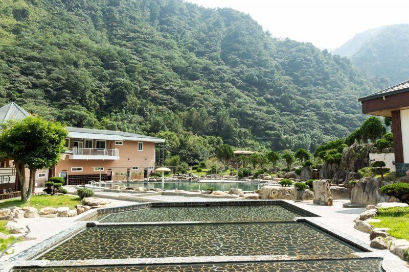 造訪箱根溫泉生活館泡湯,就能近距離享受周遭壯闊的山林極景。(攝影/欣傳媒)