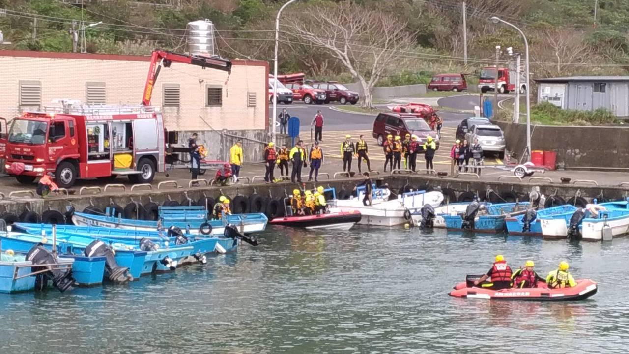 今天上午貢寮海域接連發生釣客落海意外。圖/新北消防局提供