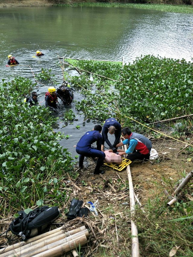 新竹縣峨眉鄉細茅埔吊橋旁今天中午時,發生了一起溺水意外。記者郭政芬/翻攝