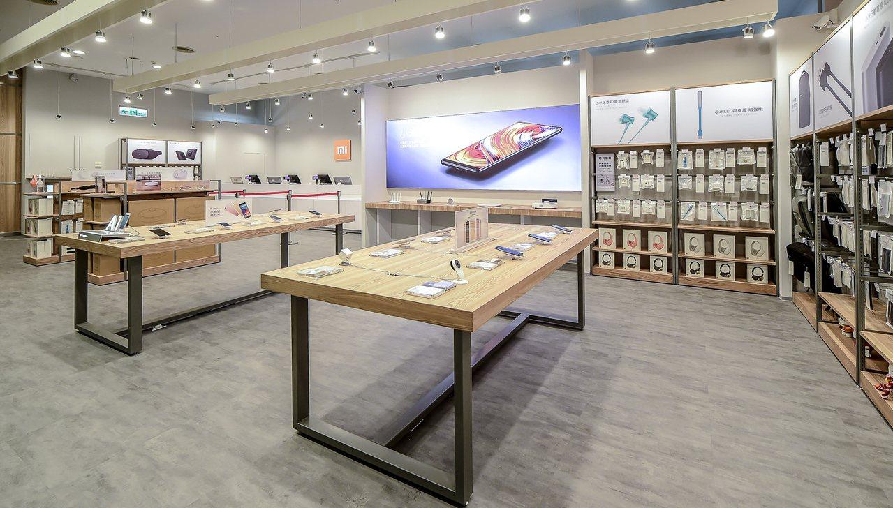 小米台南Focus專賣店,同樣採取2.0版開闊明亮的新店型設計。圖/小米提供