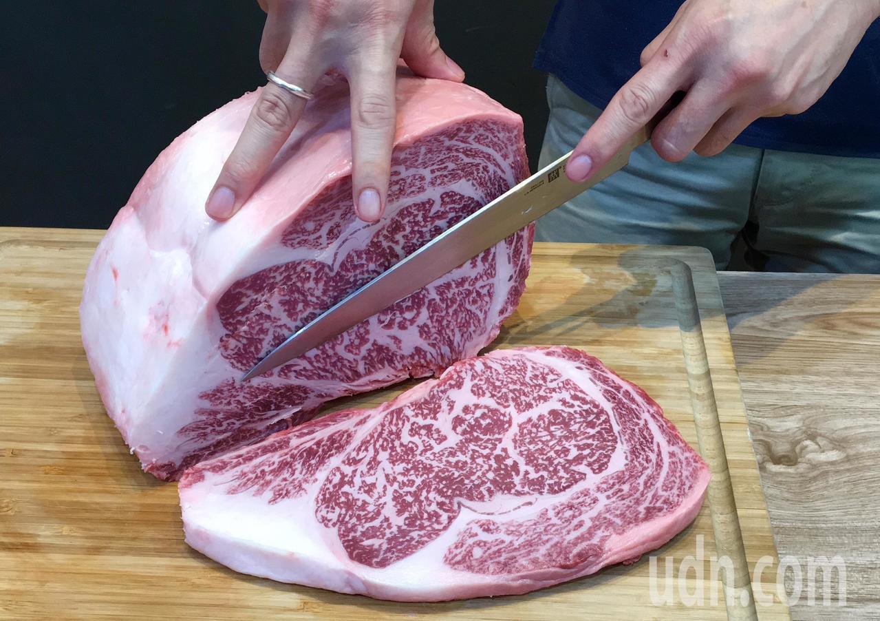 日本和牛的油花如大理石花紋般細緻均勻。記者徐庭揚/攝影