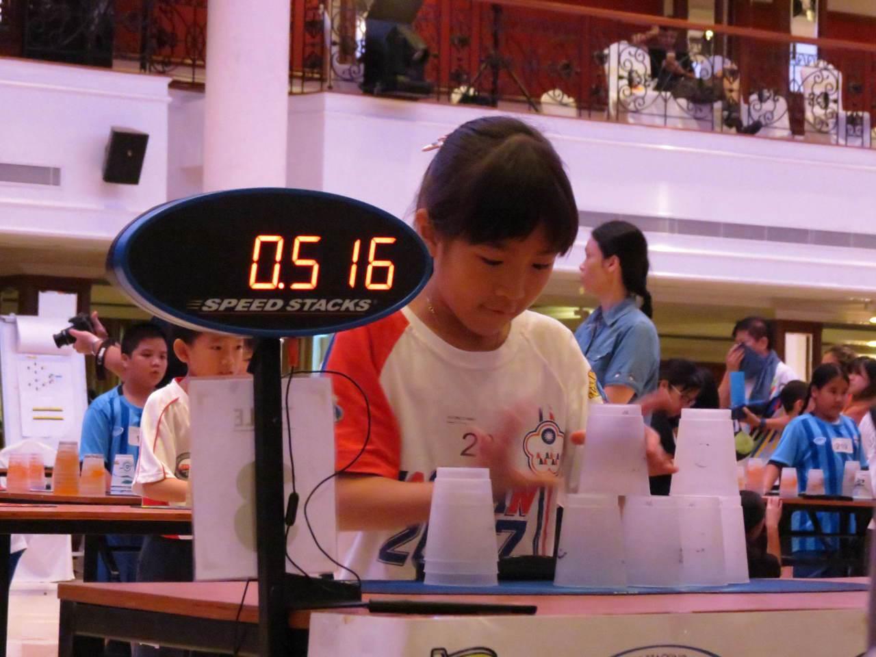「台灣疊杯小甜心」張瑜庭個人為中華隊貢獻7面金牌、打破3項自己保持的世界紀錄。 ...