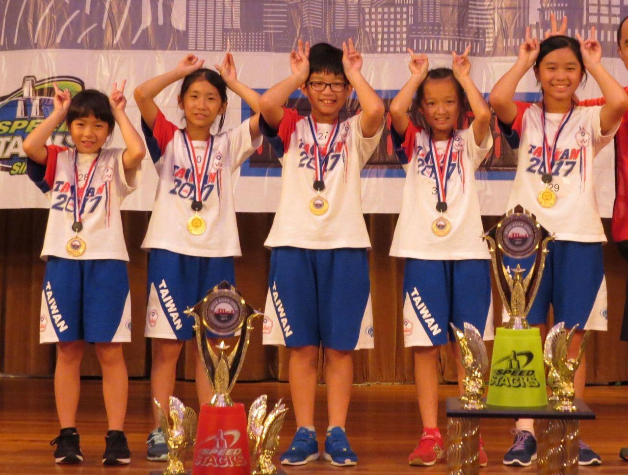 「台灣兔寶寶隊」為中華隊在團體賽中貢獻金牌。 圖/中華競技疊杯運動推廣協會提供